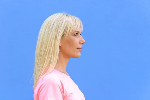 Kant Portret Van Mooie Jonge Blonde Vrouw Stockfoto en meer beelden van Alleen volwassenen