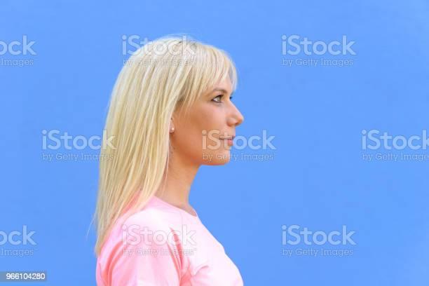 Side Portrait Of Pretty Young Blond Woman - Fotografias de stock e mais imagens de Adulto