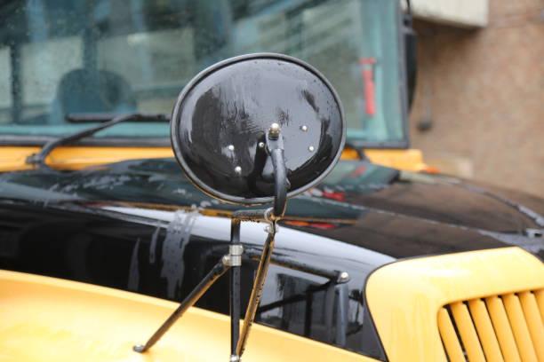 side view morror scholl bus - back to school zdjęcia i obrazy z banku zdjęć