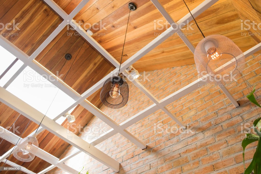 Seitenansicht Eines Cafes Mit Modernen Schwarzen Und Weissen Lampe