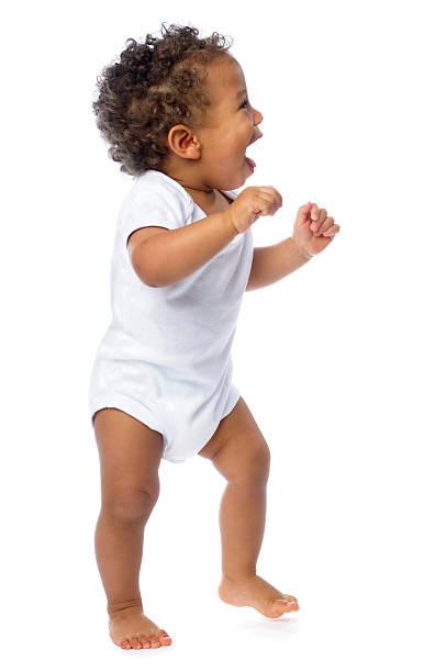 Seitenansicht der ein glückliches Baby Fuß, isoliert auf weiss – Foto