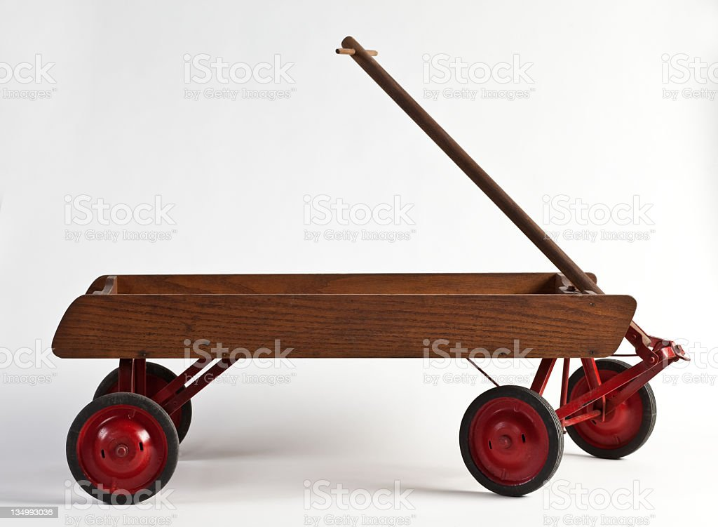 Seitenansicht eines kleinen hölzernen wagon isoliert auf weiß. – Foto