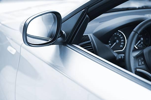 vista laterale di una luxus auto - close up auto foto e immagini stock