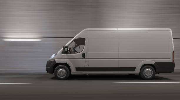 Seitenansicht eines Van durch einen Tunnel – Foto