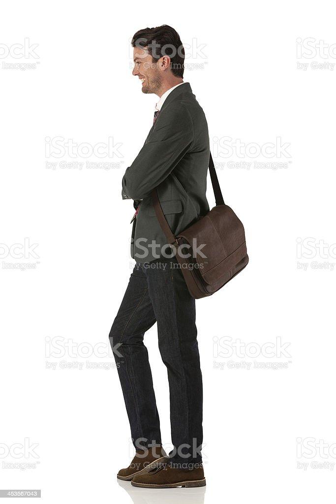 Vista lateral de um jovem Empresário posando - foto de acervo
