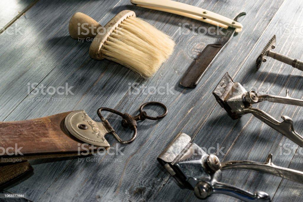 Gut gemocht Seitenansicht Des Antiken Und Klassischen Werkzeugen Für Friseure ZB22
