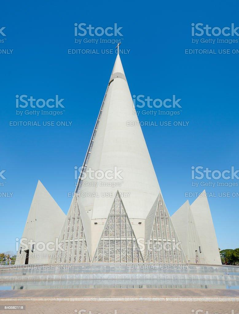 Vista lateral da Catedral Basílica Menor de Nossa Senhora da glória na cidade de Maringá - foto de acervo
