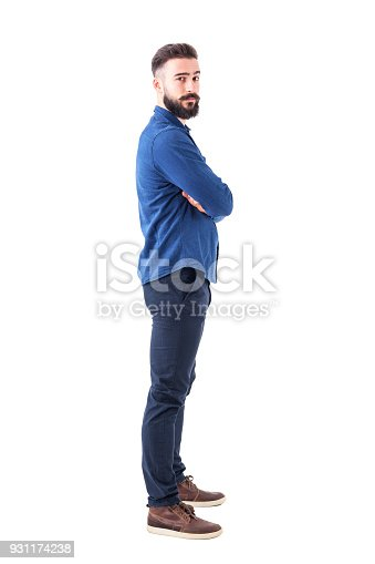 931173966istockphoto Side view of confident serious cool man with crossed arms looking at camera. 931174238