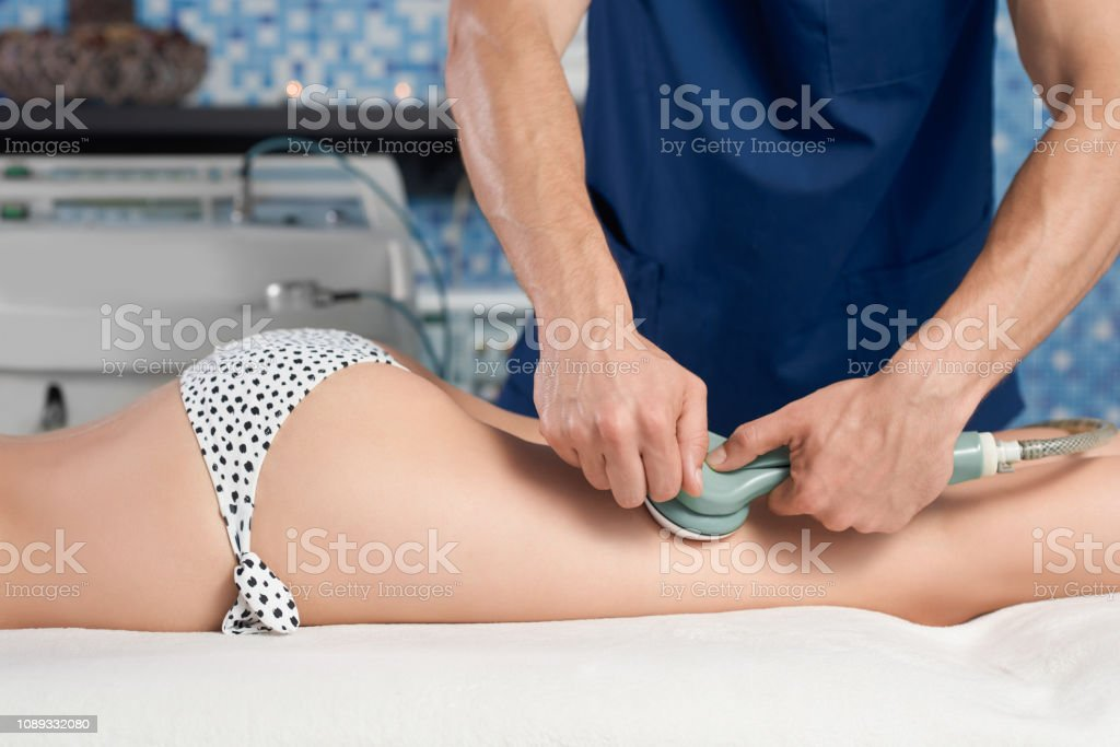 Side view of female client getting anticellulite massage - foto stock