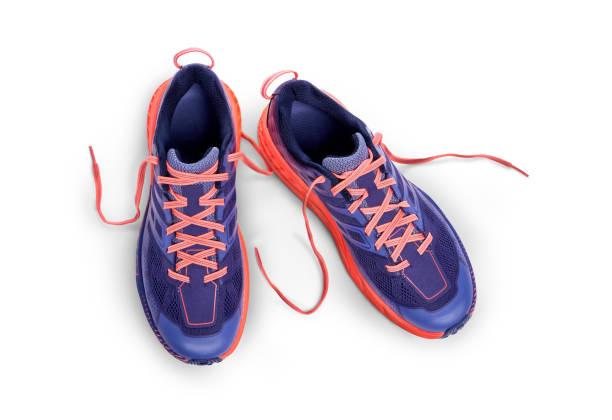 widok z boku na fioletowy i pomarańczowy trenerzy - but sportowy zdjęcia i obrazy z banku zdjęć