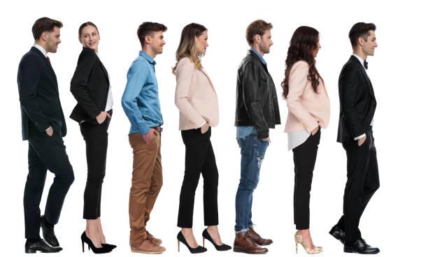 seitenansicht von sieben verschiedenen personen, die in der reihe warten - bräutigam jeans stock-fotos und bilder