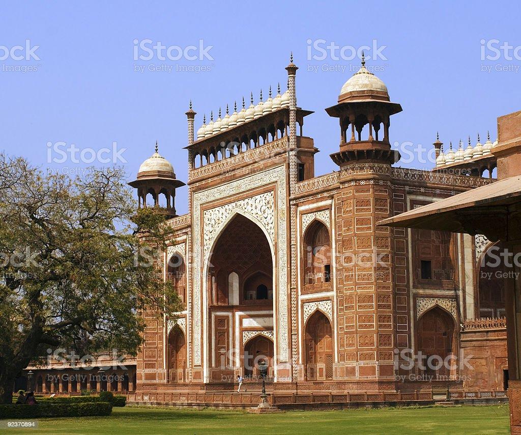 Seitlicher Blick auf das Taj Mahal in Agra Indien-Eingang Lizenzfreies stock-foto