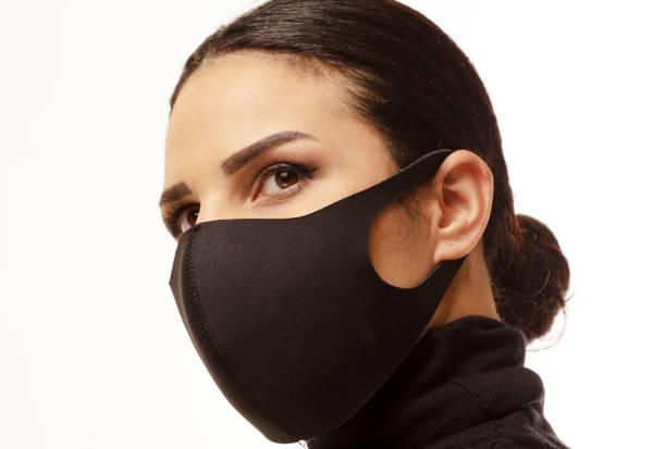 zijaanzicht van vrouw die een maskervoorzijde van witte achtergrond draagt - verduisterd gezicht stockfoto's en -beelden