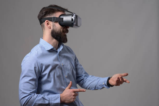 side view profile of young adult bearded man enjoying vr glasses shooting with digital imaginary weapon - ritratto 360 gradi foto e immagini stock