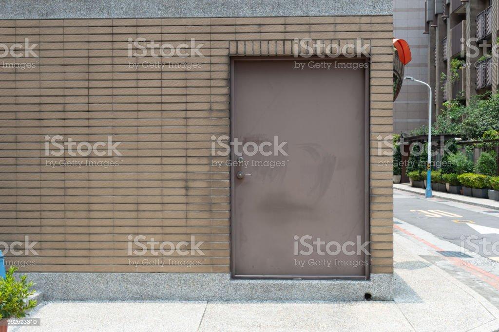 passeio pela rua parede & porta - Foto de stock de Antigo royalty-free