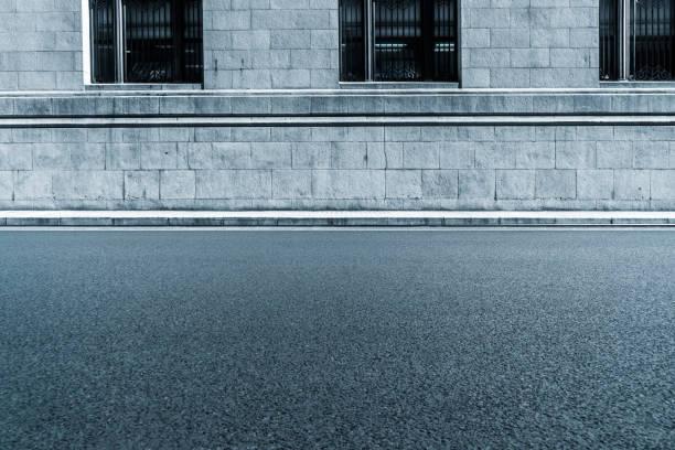sidewalk by street wall & window - marciapiede foto e immagini stock