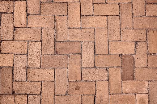 Sidewalk with zig-zag pattern