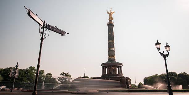 siegessäule-ベルリン夏季時間で - グローサーシュテルン広場 ストックフォトと画像