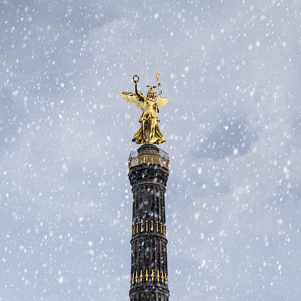 siegessäule冬の - グローサーシュテルン広場 ストックフォトと画像
