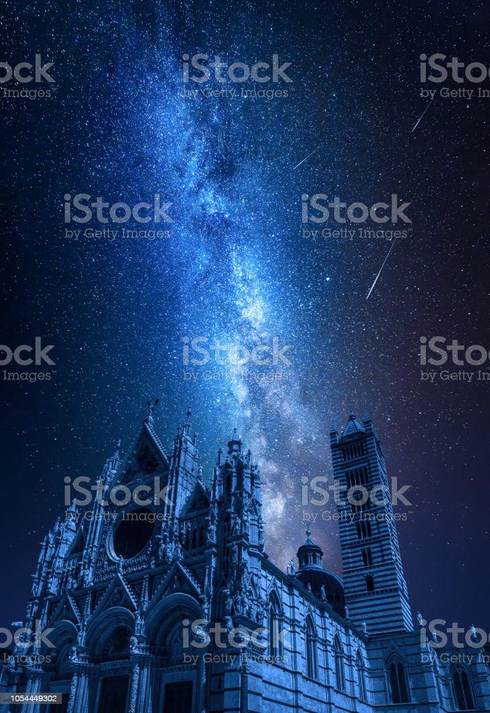 Dom Von Siena In Der Nacht Mit Sternschnuppen Toskana Italien