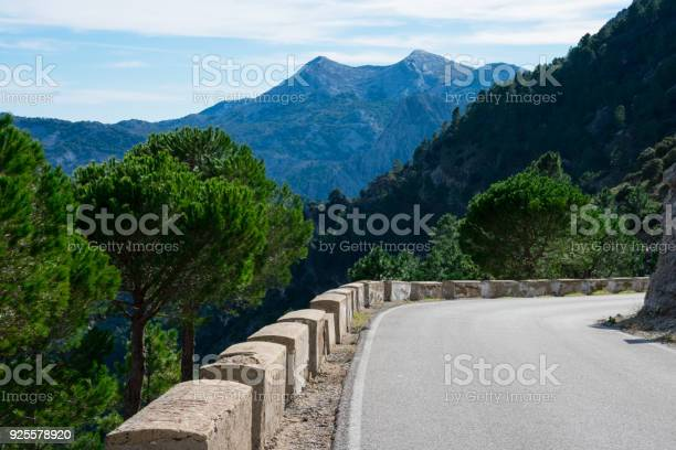 Sierra de grazalema natural park picture id925578920?b=1&k=6&m=925578920&s=612x612&h=ti 1bquq7dos81rkhbzsmmv2wi0ndqo5xjmbmybg2gk=