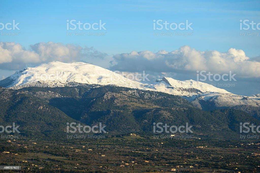 Sierra de tramontana con nieve, Mallorca, Islas Baleares stock photo