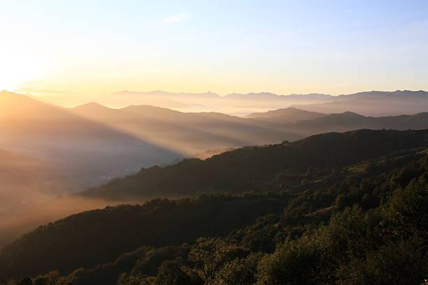 Sierra del aramo mirando a los picos de europa picture id610691976?b=1&k=6&m=610691976&s=612x612&w=0&h=q4nhzrxevfkna94jorm6txxgpkiquefigzvszvad2r0=