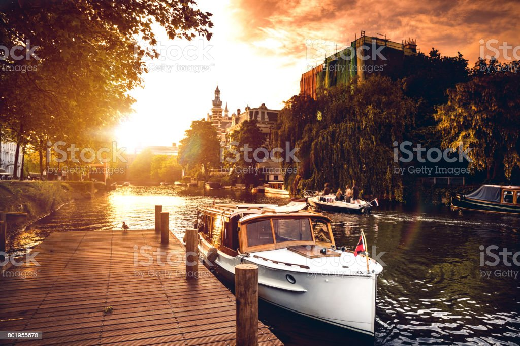 Sightseeing langs de Amsterdamse grachten foto