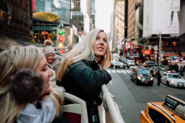 sightseeing in new york - tour bus stock-fotos und bilder
