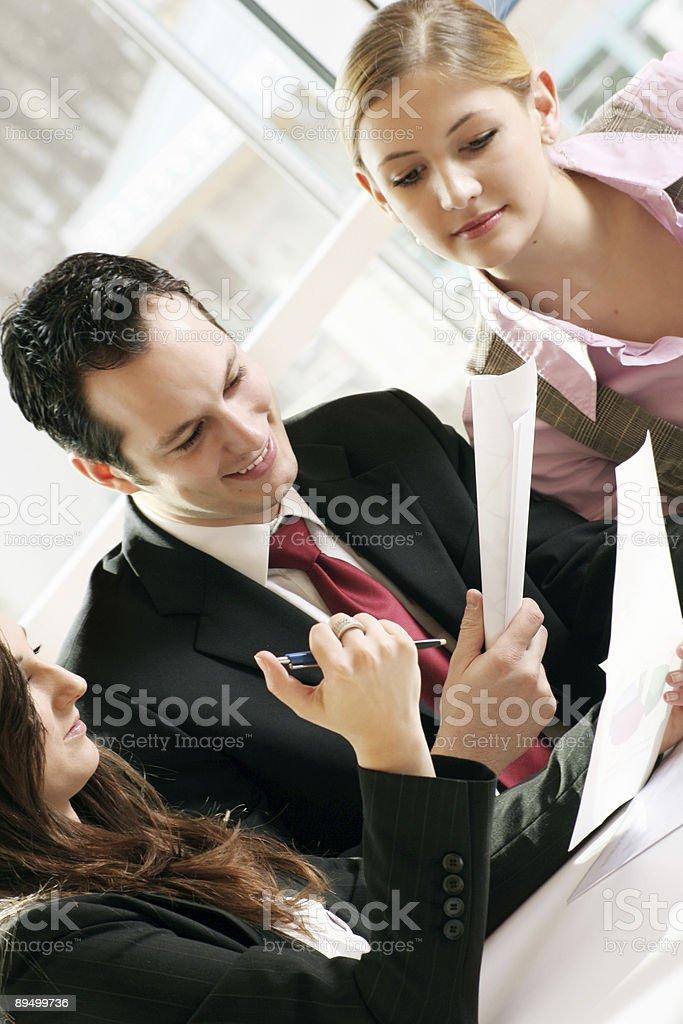 Firmare un contratto foto stock royalty-free