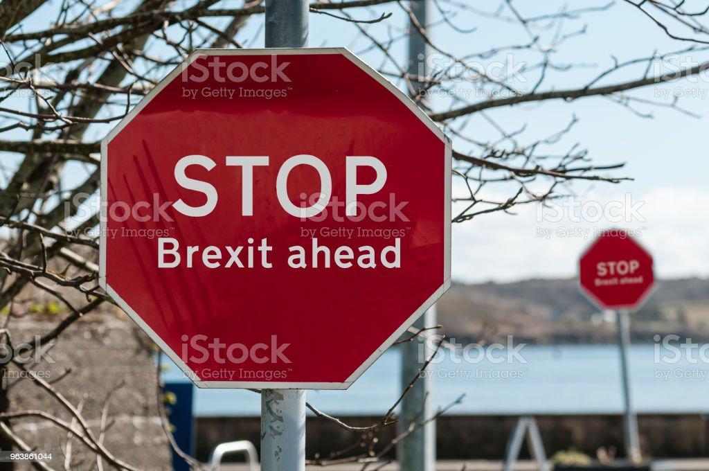 Melden Sie sich an einer Haltestelle Kreuzung in Irland sagen