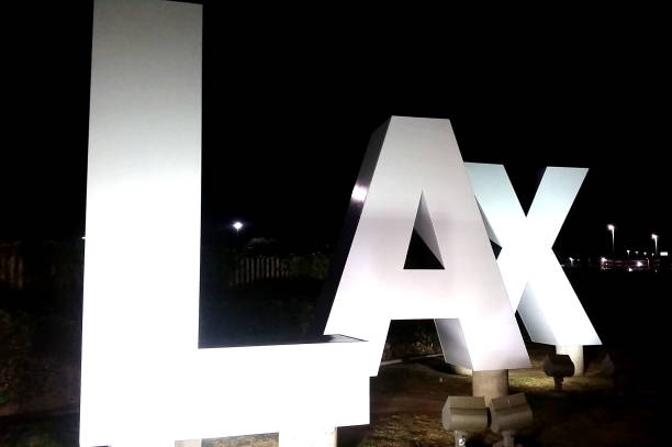 LAX sign at Los Angeles International Airport - foto de acervo