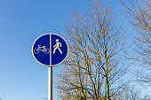 sign Bicycle and pedestrian paths dividing line icon