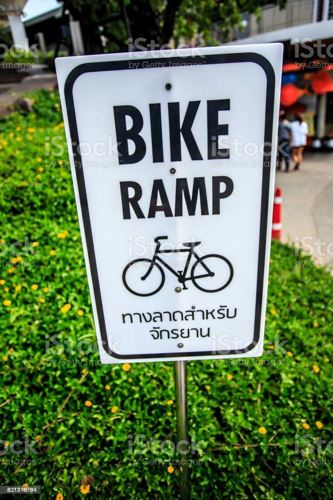 Sinal, bicicleta - foto de acervo