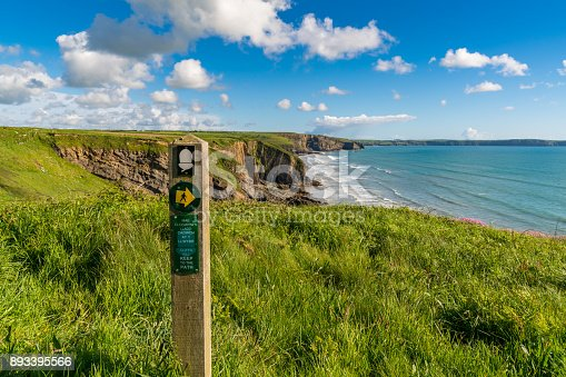 istock Sign: Cliffs kill keep to the path (English & Welsh) 893395566