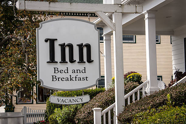 sign for an inn White sign for a bed and breakfast with vacancy inn stock pictures, royalty-free photos & images