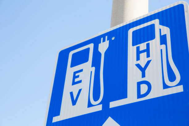 sign for electric vehicle and hydrogen fueling charging station renewable - pila a idrogeno foto e immagini stock