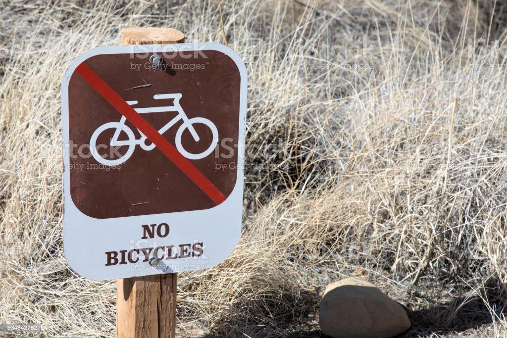 뉴멕시코에 있는 차코 협곡 국립 역사 공원에 아무 자전거에 대 한 서명 - 로열티 프리 0명 스톡 사진