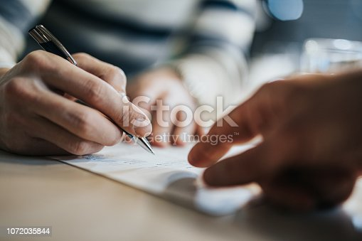istock Sign here please! 1072035844