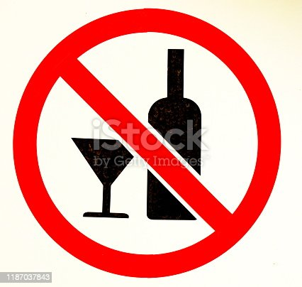 istock Sign no alcohol 1187037843