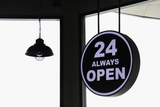 signe de 24 ouvre toujours sur fond blanc - nombre 24 photos et images de collection