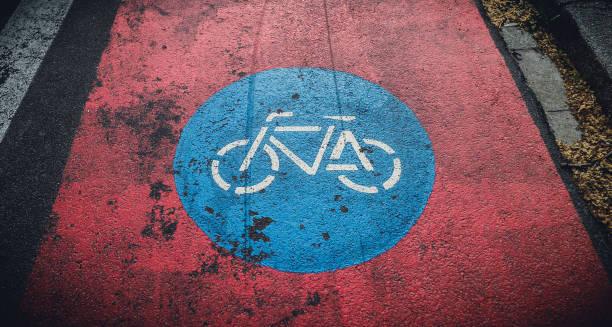 zeichen der radweg unterwegs a - radwege deutschland stock-fotos und bilder
