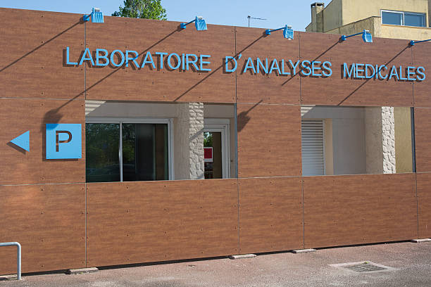 "Sign of laboratory at medical center""Laboratoire Medical"" Sign of laboratory at medical center in french ""Laboratoire Medical"" laboratoire stock pictures, royalty-free photos & images"