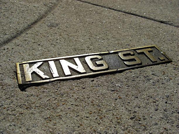 Sich an der historischen King Street in Charleston, 2008 – Foto