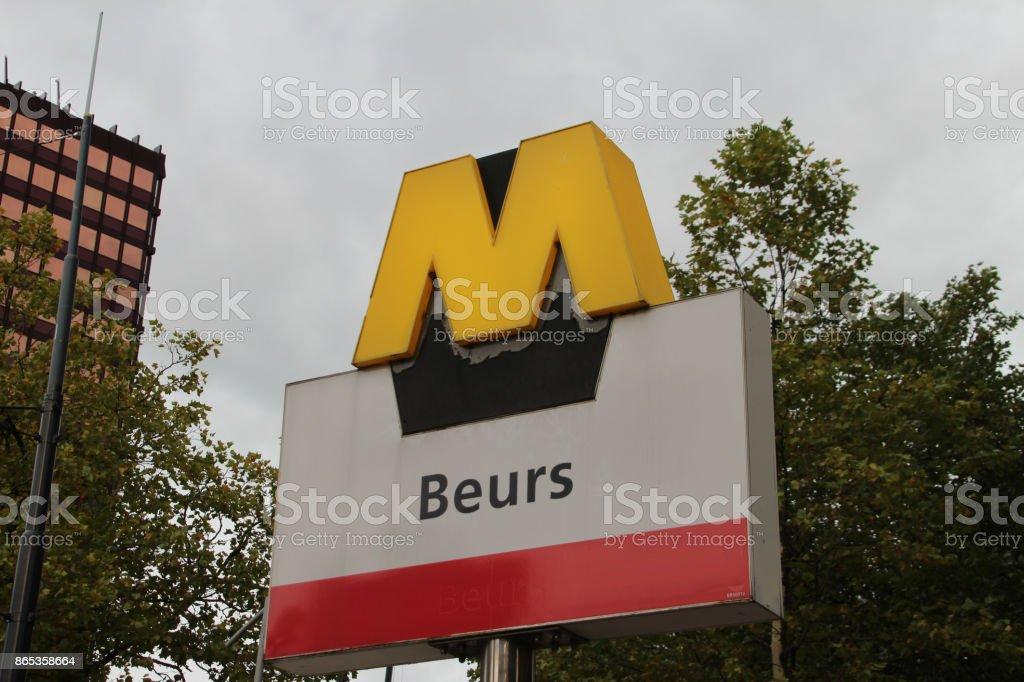 Teken van de Rotterdamse Metro station Beurs foto