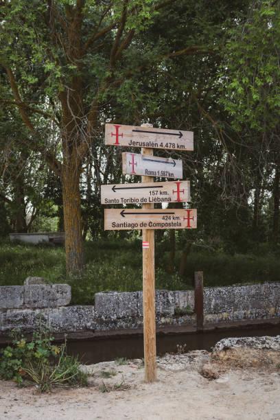 sign on camino de santiago pointing to pilgrimage destinations - cartello stradale italia km foto e immagini stock