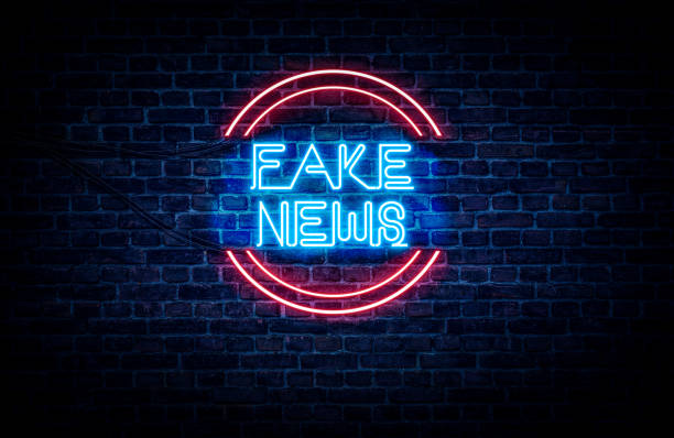 fake news-zeichen - trennungssprüche stock-fotos und bilder