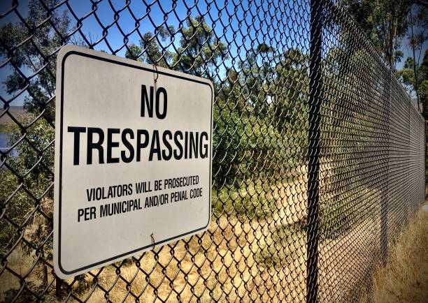 NO TRESSPASSING- sign on a drive - san diego, ca samuel howell stock pictures, royalty-free photos & images