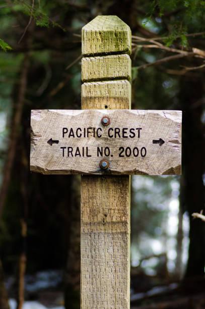 zeichen für trail 2000 pacific crest trail buchen - pacific crest trail stock-fotos und bilder