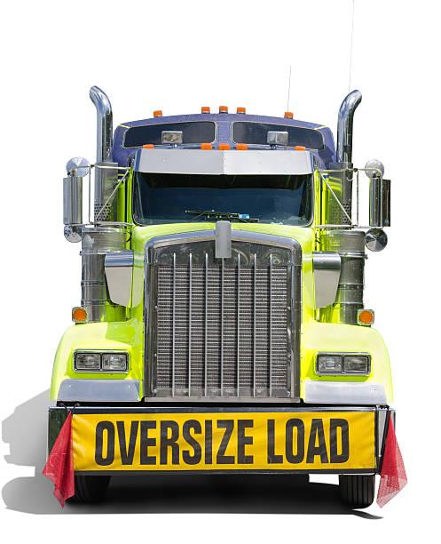 oversize load sign semi tractor truck - te groot stockfoto's en -beelden